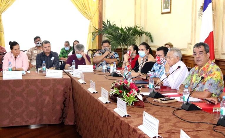 Fritch parle économie et gestion sanitaire avec les maires