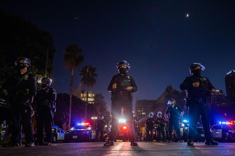 USA: les heurts entre police et manifestants se durcissent au-delà de Portland