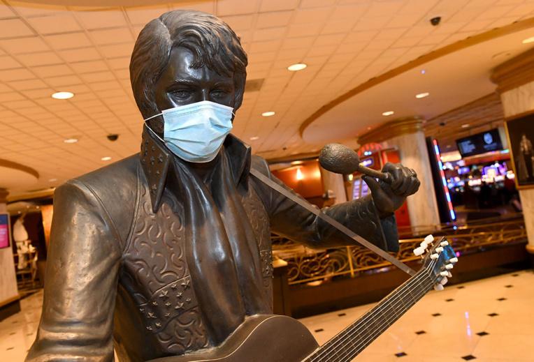 Un Norvégien bat un record du monde en chantant du Elvis pendant 50 heures