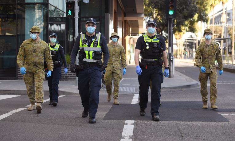 Couvre-feu, fermeture des commerces: Melbourne se ferme un peu plus face au virus