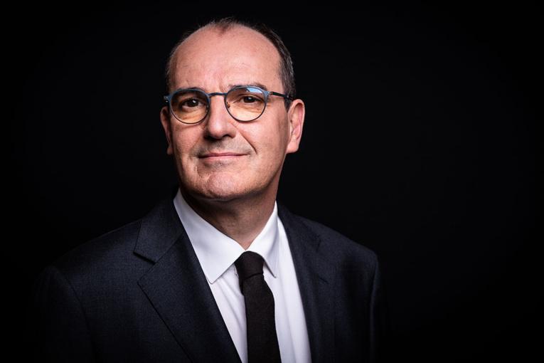 """Covid-19: la France peut """"basculer à tout moment"""""""
