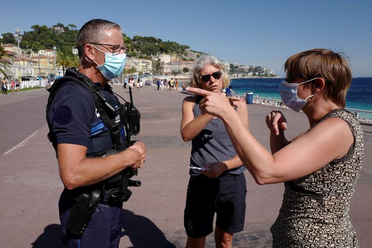 Le maire de Nice accusé d'usurper les compétences du préfet en imposant le masque