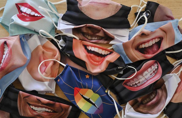 Gardez le sourire... surtout avec un masque