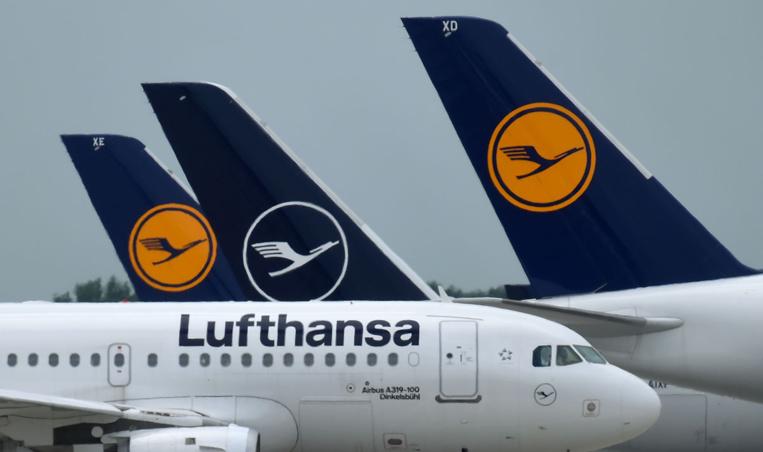 Coronavirus: Lufthansa voit les turbulences durer et menace de licencier