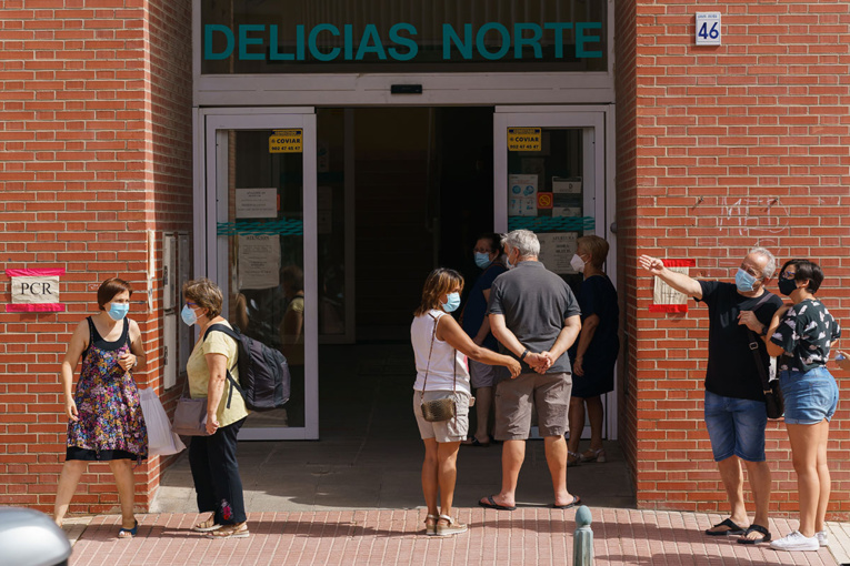 """Virus: l'Espagne en situation """"critique"""" avec les plus mauvais chiffres d'Europe"""