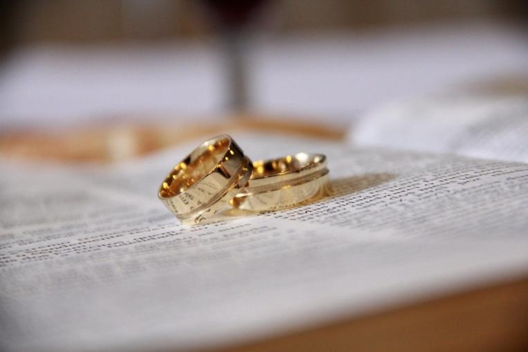 Coronavirus: face aux restrictions, un couple suédo-norvégien se marie sur la frontière