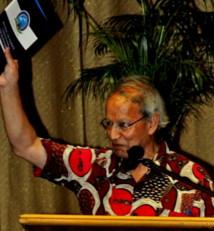Le Professeur Kenyan Yash Ghai, Président de la Commission Constitutionnelle de Fidji.