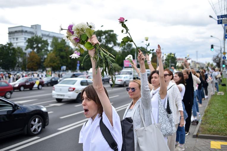 Bélarus: les chaînes humaines se multiplient contre la répression