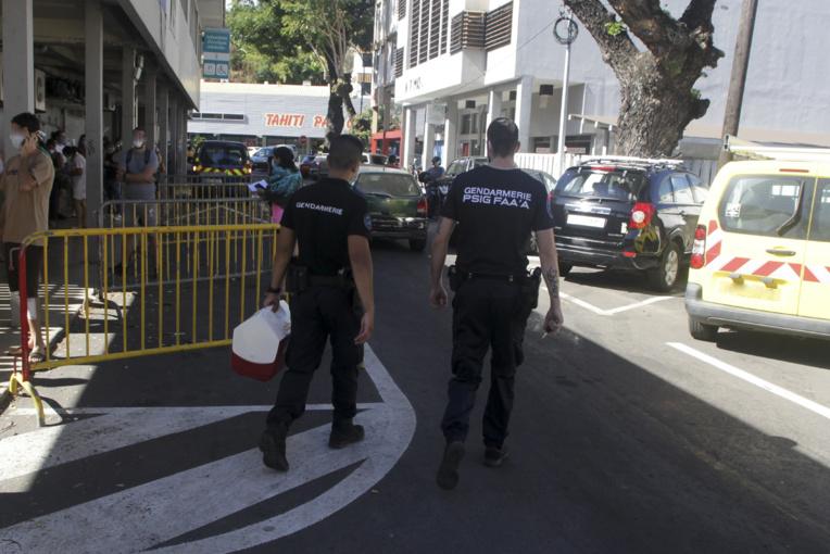 Lundi à l'Institut Louis Malardé après le dépôt pour analyse des prélèvements faits sur les gendarmes de la caserne de Faa'a.