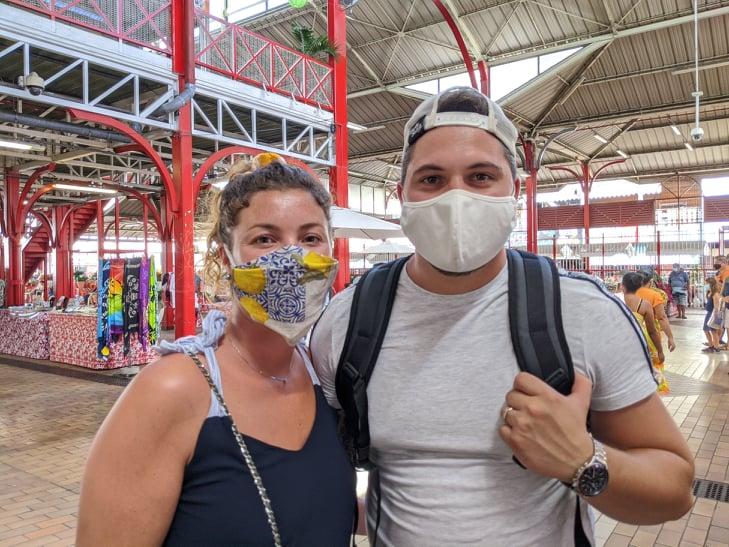Ambiance masquée au marché de Papeete
