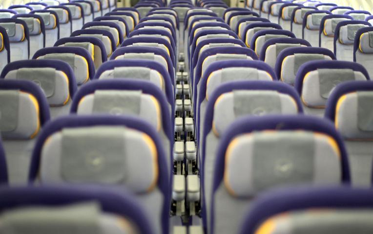 """Une étude """"rassurante"""" sur les risques de transmission du coronavirus en avion"""