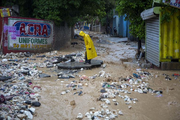 Une tempête tropicale frappe Cuba après un passage meurtrier en Haïti