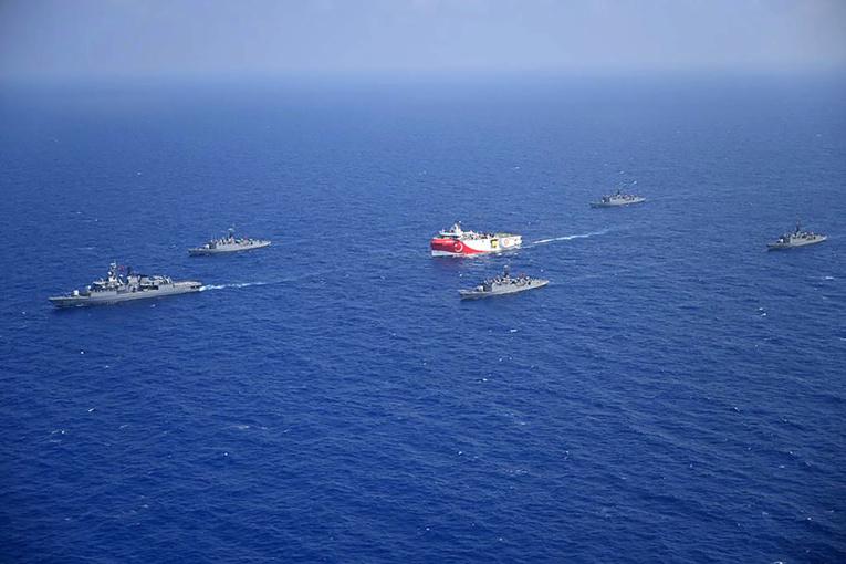 Manoeuvres militaires rivales en Méditerranée orientale malgré les appels à la désescalade