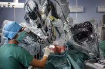 Quatre premières de cyberchirurgie, une technique d'avenir