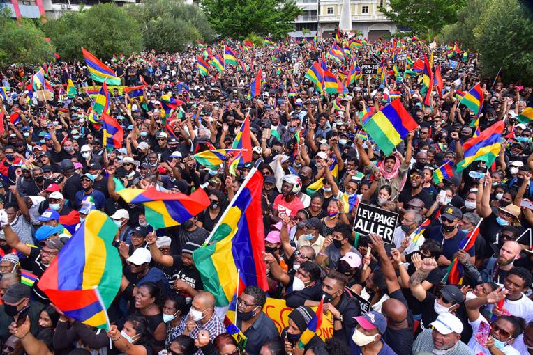 Maurice: manifestation historique contre le gouvernement après la marée noire