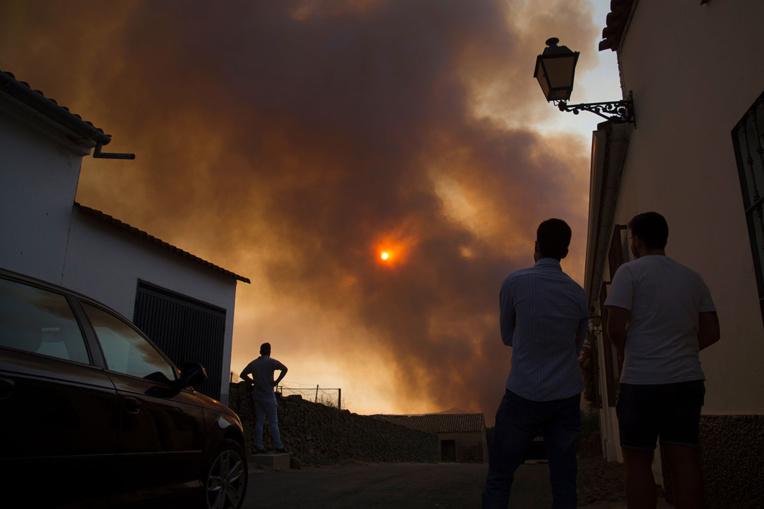 Incendie en Espagne: 3.200 personnes évacuées dans le sud-ouest