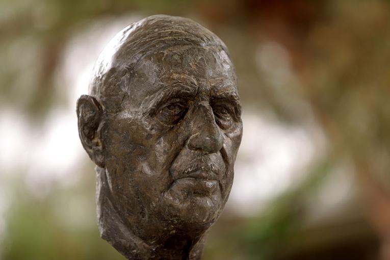 Un buste du général de Gaulle vandalisé en Martinique