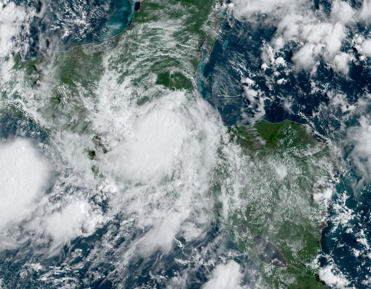 Nana, devenu un ouragan, met le nord de l'Amérique centrale en alerte