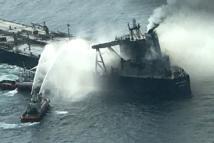Craintes de nouvelle marée noire dans l'océan Indien avec un incendie sur un pétrolier