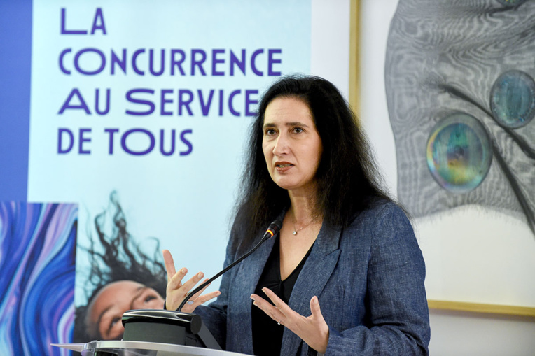 """Dégénérescence maculaire: sanction record contre Novartis, Roche et Genentech pour """"pratiques abusives"""""""