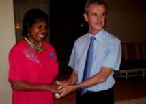 La Directrice du Département des Affaires féminines au gouvernement de Vanuatu, Dorosday Kenneth, a reçu le 22 novembre 2012 de l'Ambassadeur de France à Port-Vila, Michel Djokovic, les insignes de Chevalier de l'Ordre national du mérite