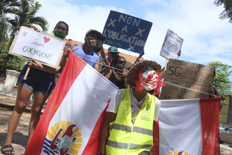 Les anti-masques marchent masqués