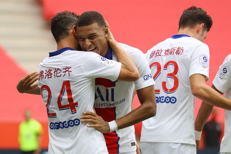 Ligue 1: Paris lancé, Saint-Etienne dégoûté, Marseille empêtré