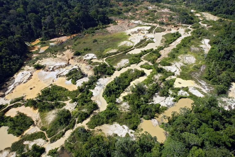 """Orpaillage illégal en Guyane: saisies en """"quantités industrielles"""""""