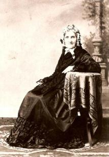 Le portrait le plus connu d'Elisabeth Sinclair, qui décida d'acheter Ni'ihau en 1963 et qui finalisa son achat par un paiement de 10 000 dollars or en 1864.