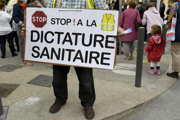 Covid: à Marseille, Olivier Véran tente de déminer la colère des élus et des restaurateurs