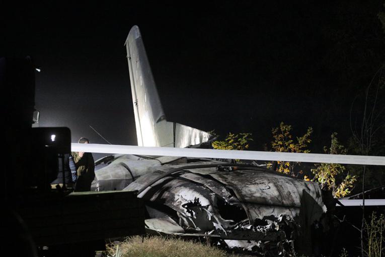 Crash d'avion en Ukraine: 26 morts, panne d'un moteur évoquée
