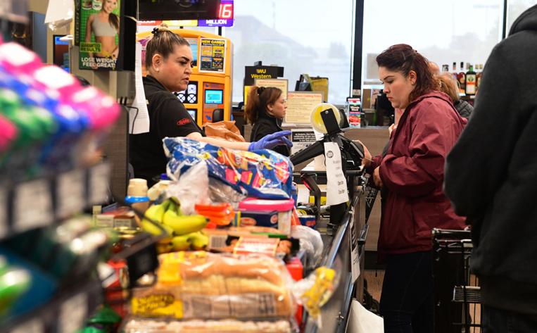 Une ville californienne va interdire chips et bonbons aux caisses des supermarchés