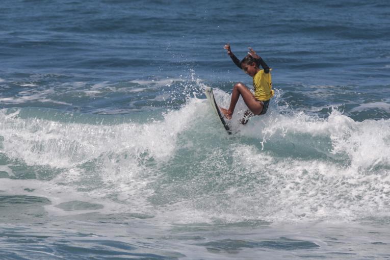 La surdouée Kiara Goold, 10 ans, s'est adjugée la victoire chez les ondines moins de 14 ans, aux dépens de Kohai Fierro.