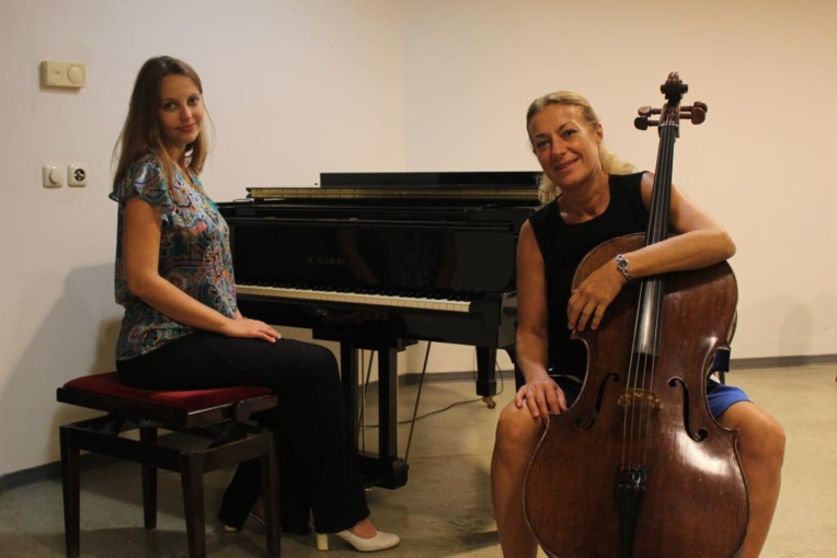Ekaterina Alferova au piano et Vélitchka Iotcheva au violoncelle.