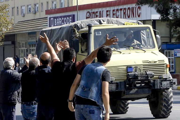 La capitale du Karabakh frappée par des tirs, l'Arménie prête pour une médiation