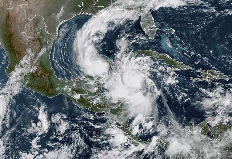 Le Mexique se prépare au choc de l'ouragan Delta, désormais de force 4