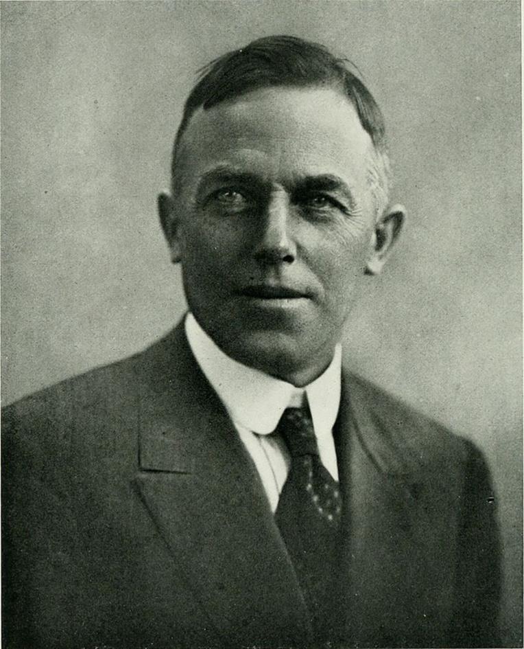 """Un portrait de Rollo Beck, """"l'homme-oiseau"""" des Amériques et du Pacifique, qui lança sa plus grande expédition à partir de Tahiti en 1920."""