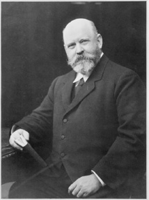 Le baron de Rothschild finança de très nombreuses expéditions scientifiques dont profita notamment Rollo Beck pour se rendre aux Galápagos.