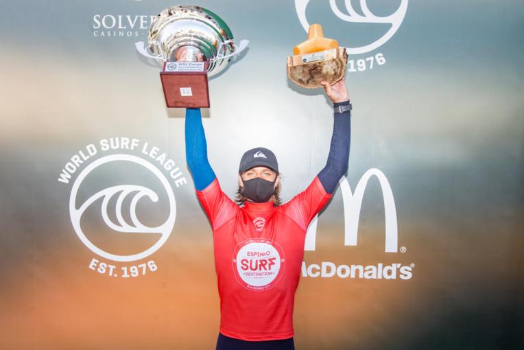 Après 2017 et 2019, Kauli Vaast a décroché vendredi son troisième titre de champion d'Europe chez les juniors.(WSL / LAURENT MASUREL