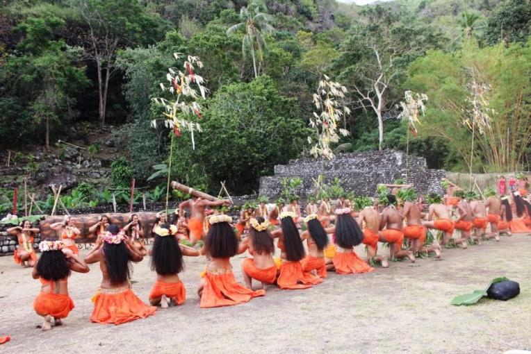 Tere 'Ori sur le marae Arahurahu avec Taumata Te 'Aito Tu'iro'o