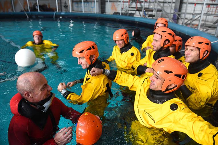 """""""Un homme à la mer!"""": Cammas et ses acolytes se préparent au pire avant le Trophée Jules Verne"""