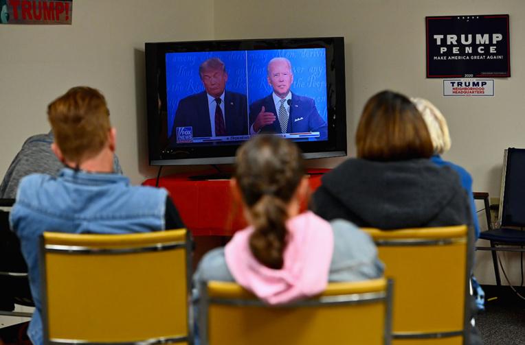 Trump et Biden attendus pour un duel télévisé, chacun de son côté