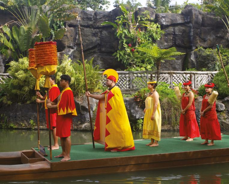 A Hawaii, Kamehameha ne lésina pas sur les moyens pour faire étalage du luxe de sa cour et de sa puissance. Il voyait dans cet explorateur britannique le meilleur moyen de parvenir à agrandir son influence dans l'archipel.