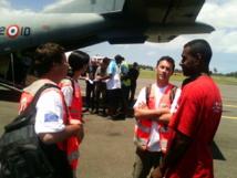 L'équipe PIROPS de la Croix Rouge française prend l'attache des représentants de la Croix Rouge fidjienne.