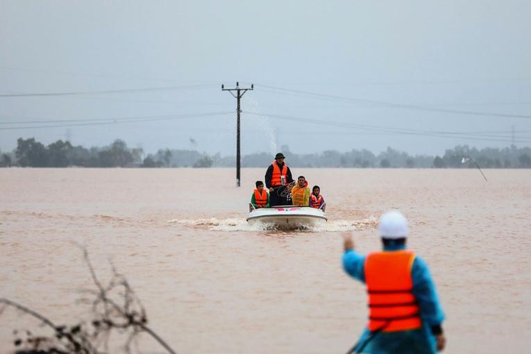 Vietnam: au moins 111 morts dans des inondations, une tempête attendue
