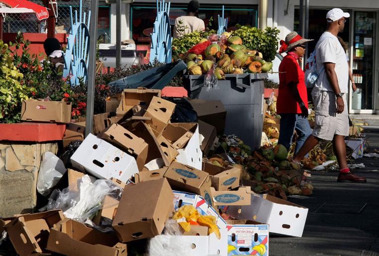 Guadeloupe: les déchets s'amoncellent après la grève de salariés du secteur