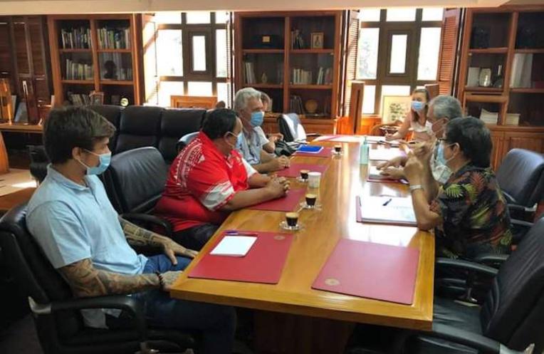 L'entraîneur de handball Claude Onesta en séminaire à Tahiti