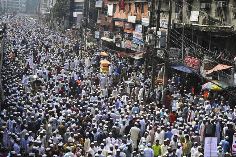 Caricatures: des dizaines de milliers de manifestants contre la France au Bangladesh