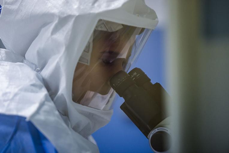 Covid-19: sur les traces d'un variant du virus apparu en Espagne