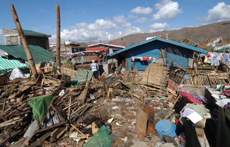 Philippines: une île de 260.000 habitants sans courant après le passage du typhon Goni